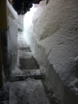 sidewalk snow tunnel